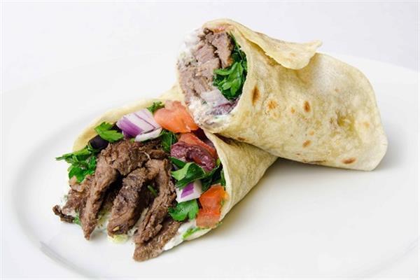 طبق اليوم .. «سندوتشات شاورما اللحم»